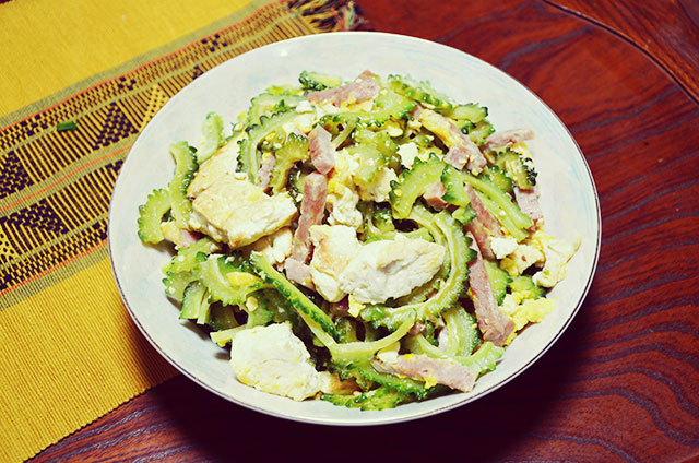 ゴーヤーチャンプルー - なんと言っても沖縄家庭料理の王様。本場の味を確かめてください。