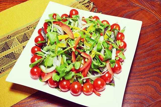 地産野菜たっぷりサラダ - 南城市で採れた野菜をたっぷり使ったサラダ。クレソンもたっぷり。
