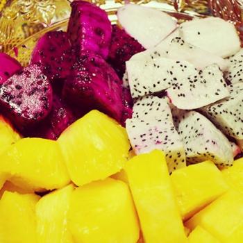 南国フルーツ - ドラゴンフルーツやパイナップルなど、トロピカルフルーツでお口もさっぱり。